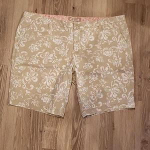 Arizona Floral Shorts. Tan & White. Sz~17